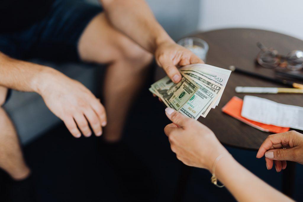 Client receiving instant cash loans