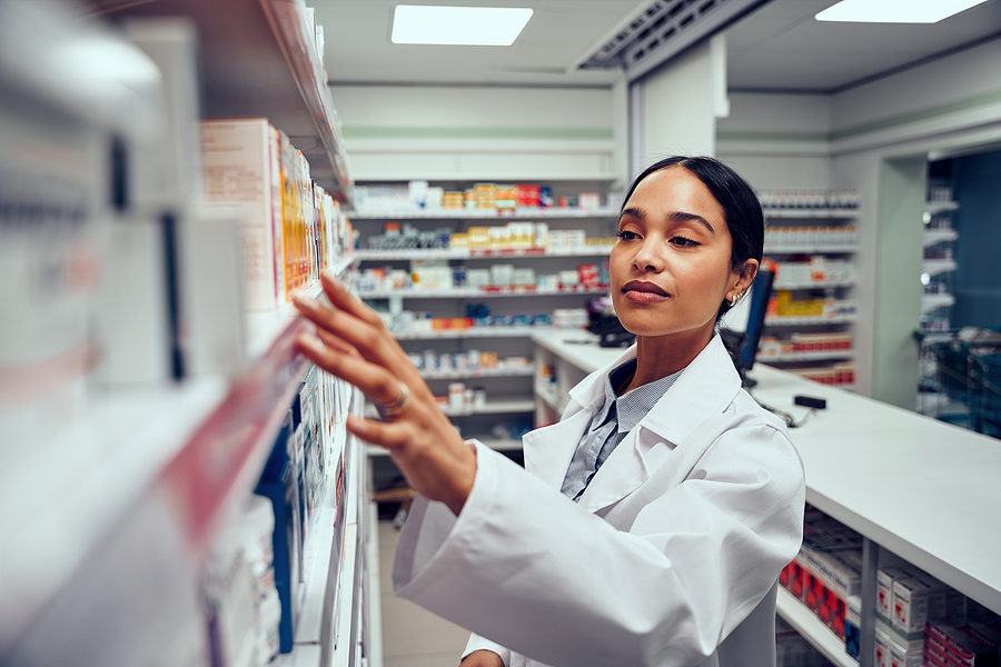 young woman working in a Compounding pharmacy near me